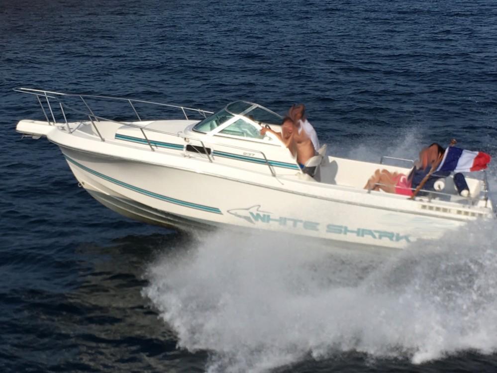 Louer Bateau à moteur avec ou sans skipper White Shark à Bénodet