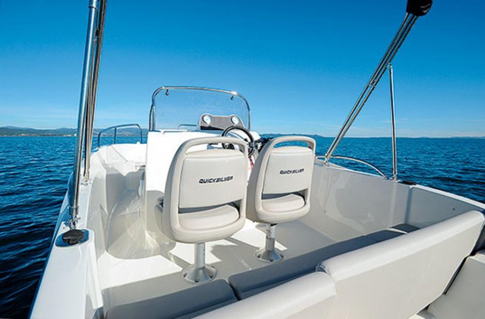 Location bateau Marseille pas cher Quicksilver 555 Activ Open