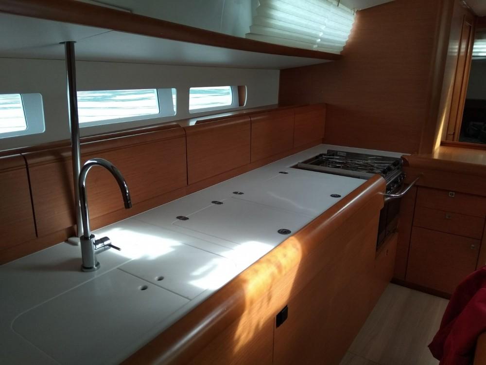 Location bateau Jeanneau Sun Odyssey 519 à Vigo sur Samboat