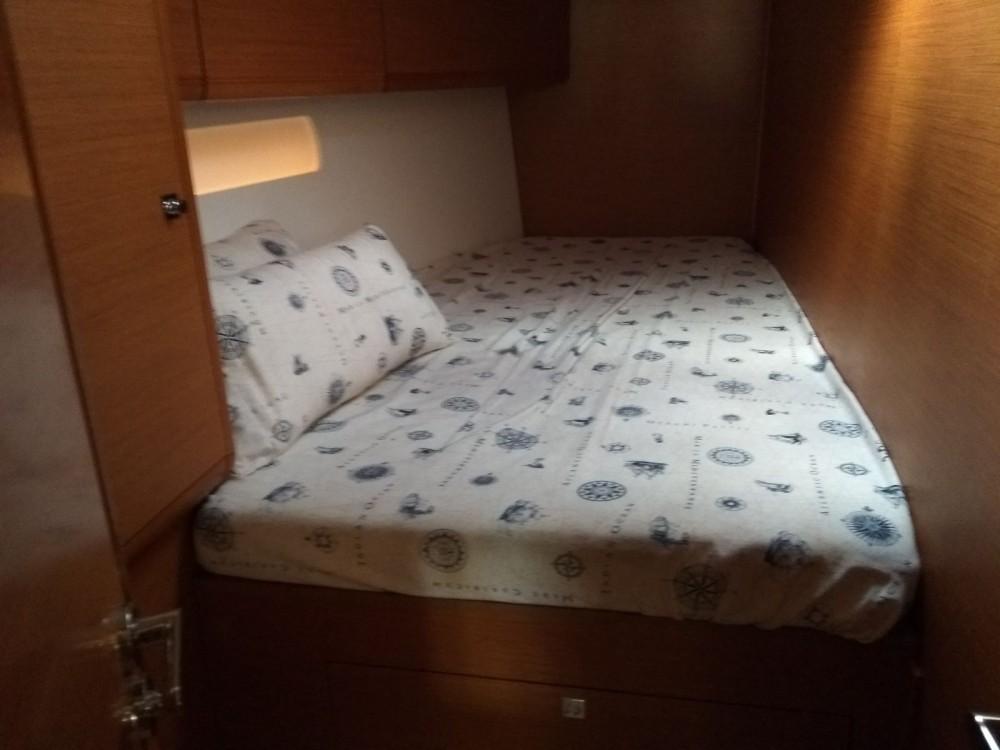 Louez un Jeanneau Sun Odyssey 519 à Vigo