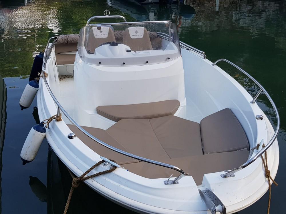 Alquiler de barcos Jeanneau Cap Camarat 5.5 CC Serie 2 en en Samboat