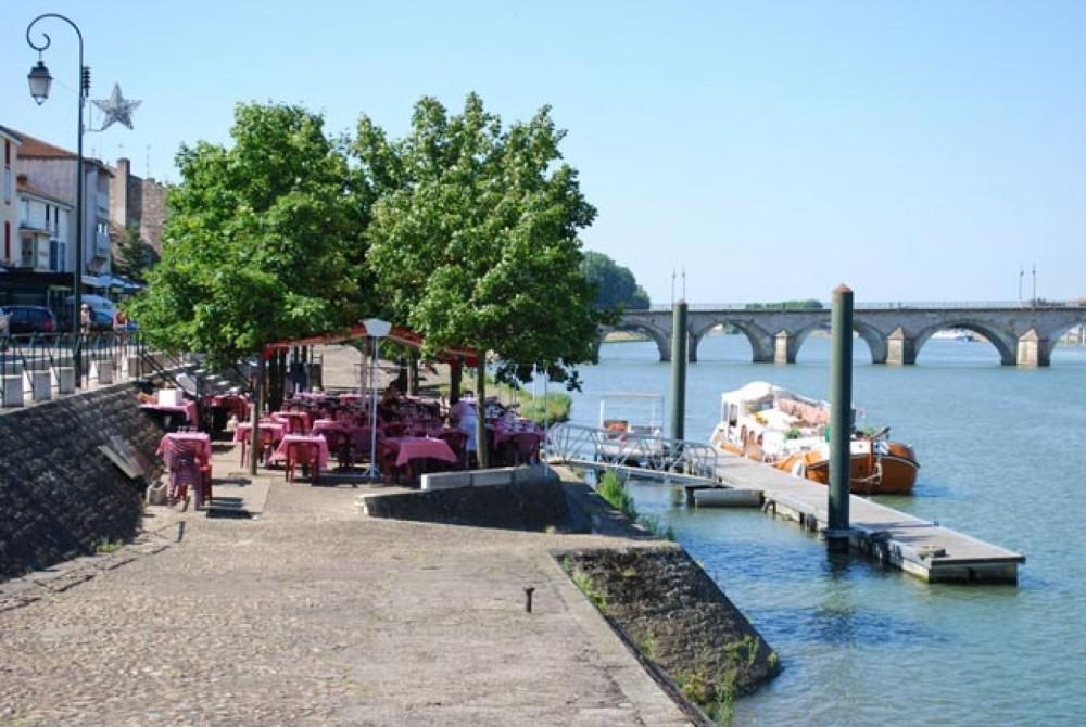 Location bateau Pont-de-Vaux pas cher vedette militaire des douanes allemandes