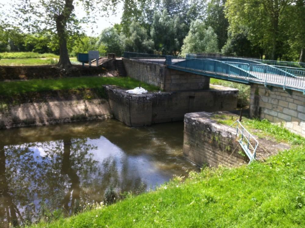 Louez un Condor vedette militaire des douanes allemandes à Pont-de-Vaux
