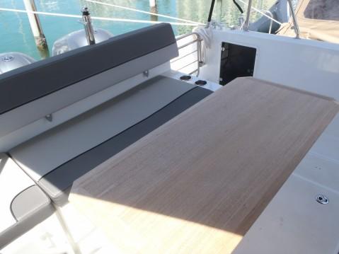Location bateau Jeanneau Cap Camarat 9.0 WA à Six-Fours-les-Plages sur Samboat