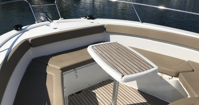 Hire Motor boat with or without skipper Jeanneau Sainte-Maxime