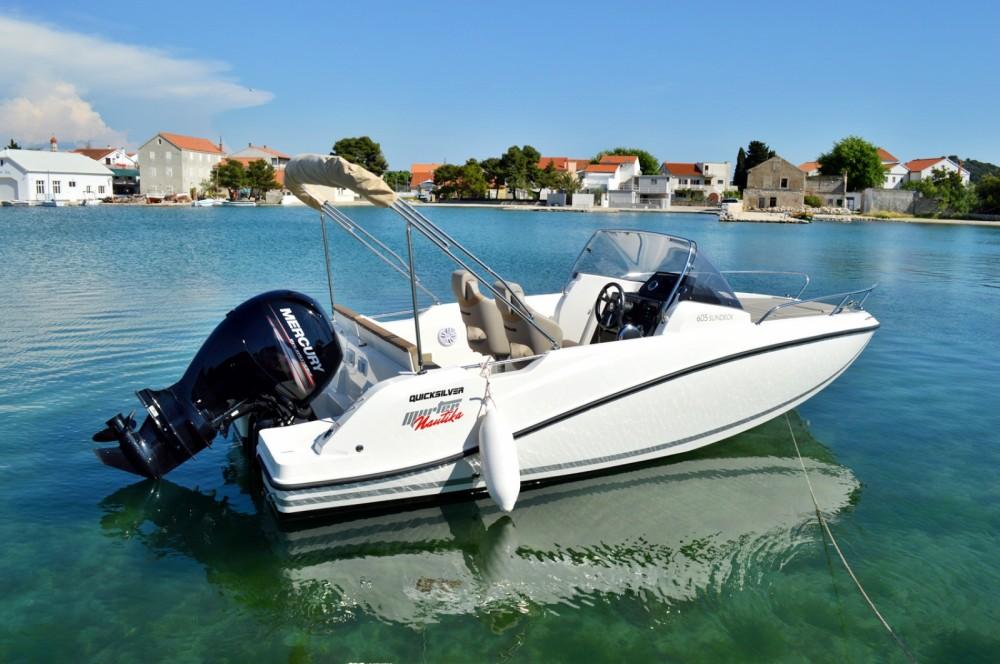 Location bateau Betina pas cher Activ 605 Sundeck