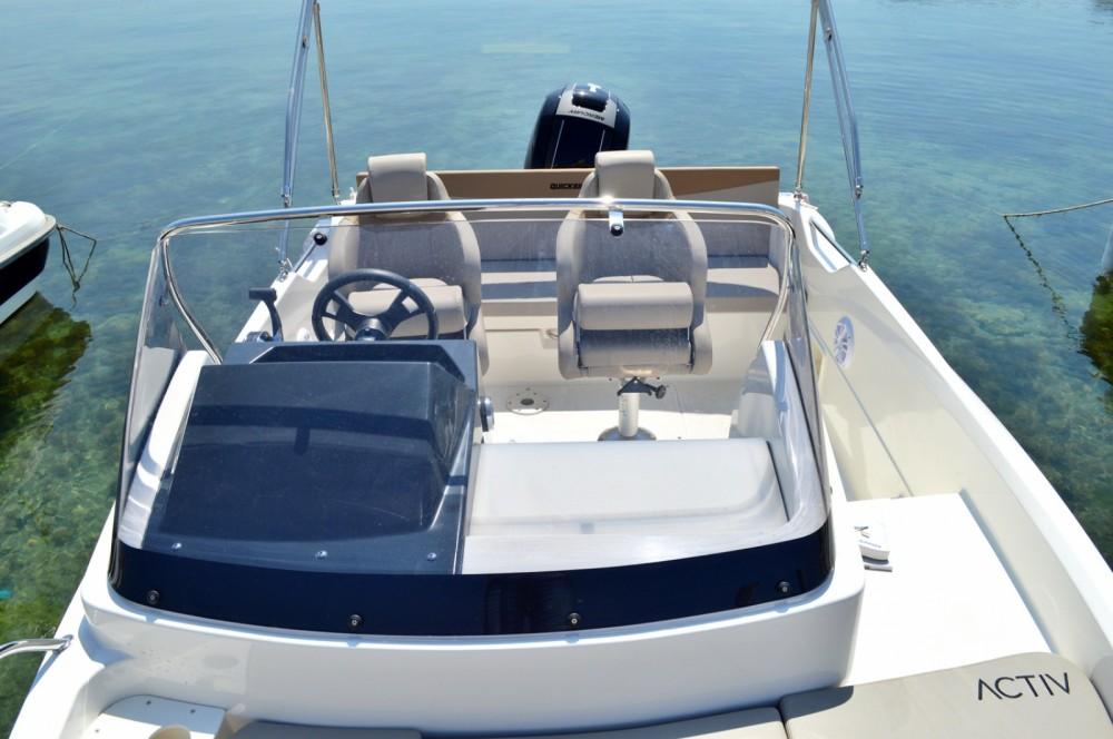 Location bateau Quicksilver Activ 605 Sundeck à Betina sur Samboat