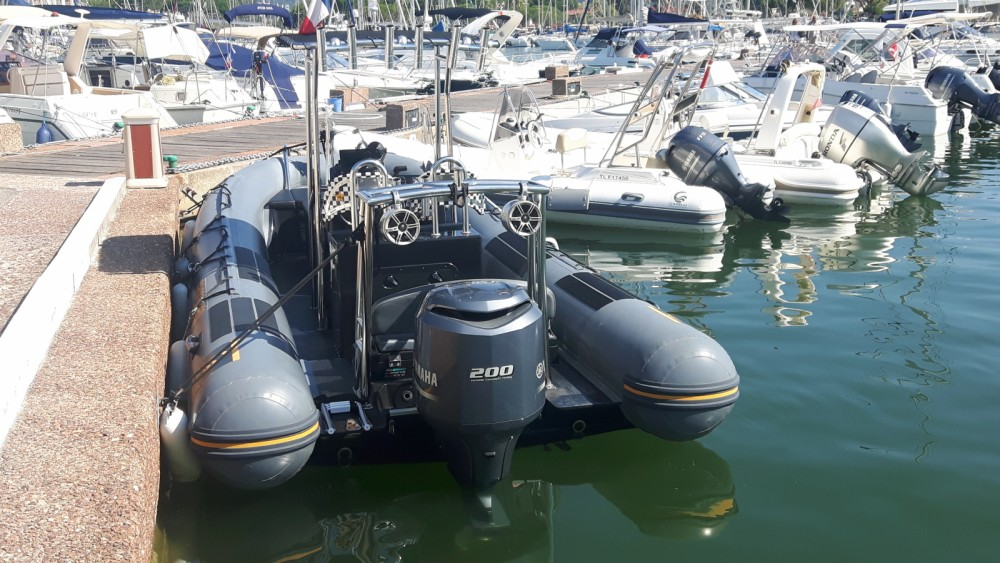 Rent a Capelli Tempest 700 Work Saint-Tropez