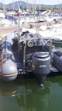 Louer Semi-rigide avec ou sans skipper Capelli à Saint-Tropez