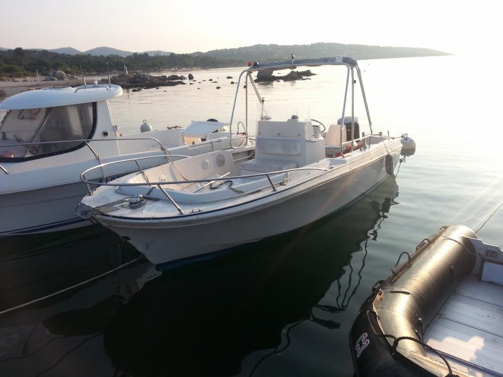 Louer Bateau à moteur avec ou sans skipper Wellcraft à Pinarellu