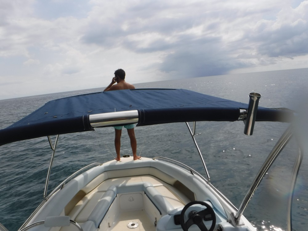 Louer Bateau à moteur avec ou sans skipper Legend à Rivière Noire