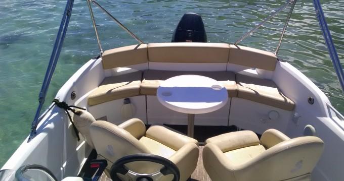 Louer Bateau à moteur avec ou sans skipper Bénéteau à Madirokely