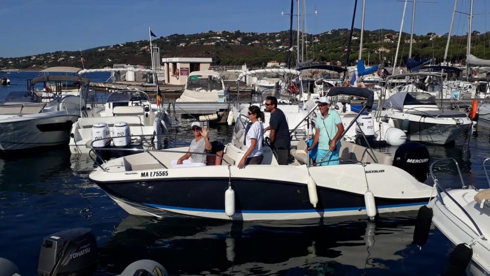 Huur een Quicksilver Activ 605 Open in Sainte-Maxime