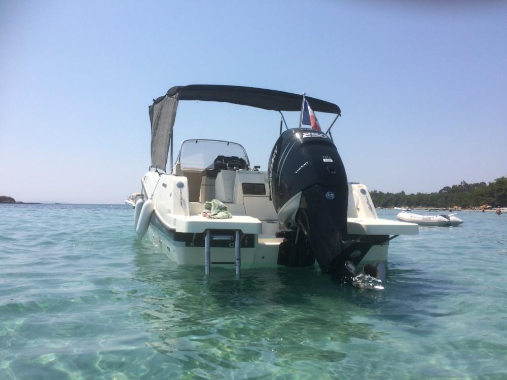Location bateau Hyères pas cher Activ 755 Open