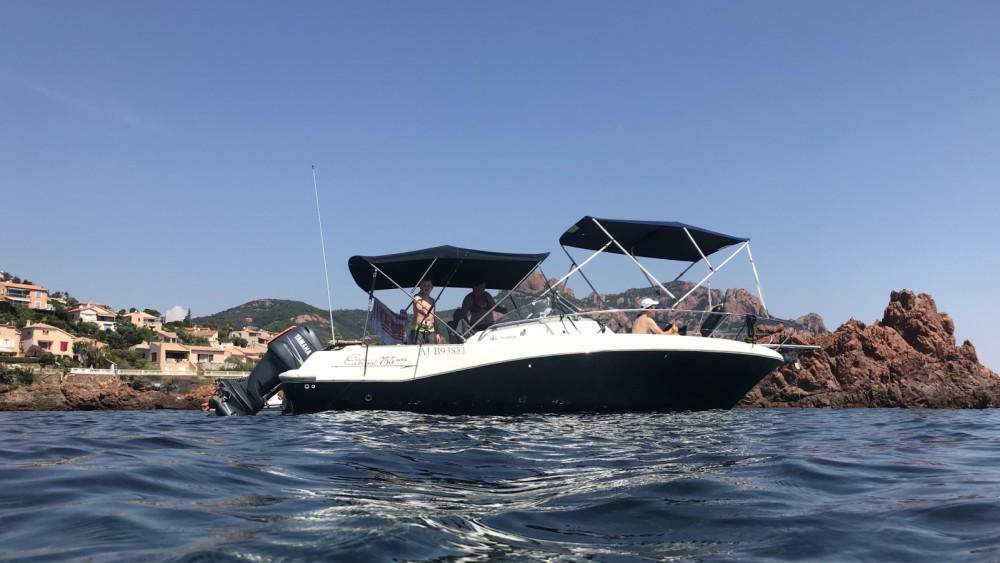 Hire Motor boat with or without skipper Jeanneau Fréjus