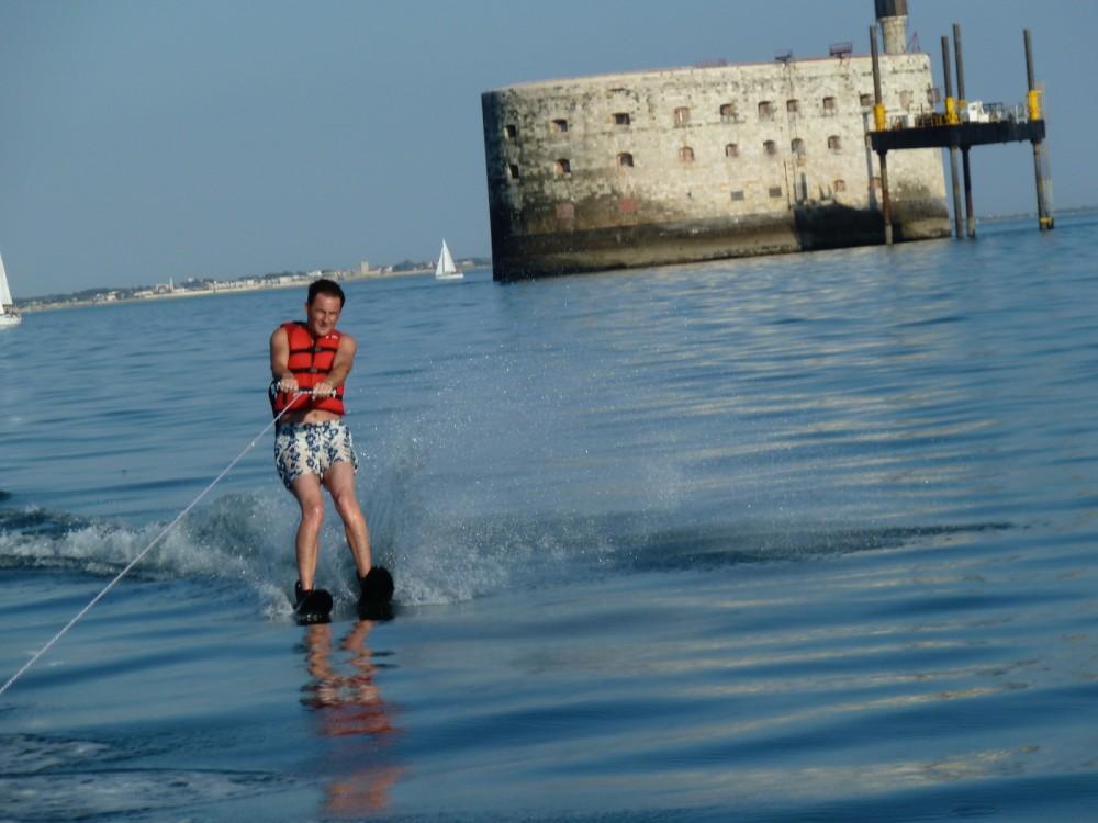 Location bateau Jeanneau Cap Camarat 635 WA à La Rochelle sur Samboat