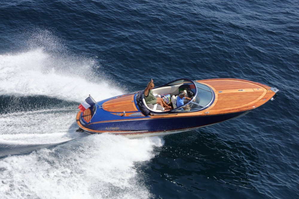 Boat rental Saint-Tropez cheap Kral 700 Classic