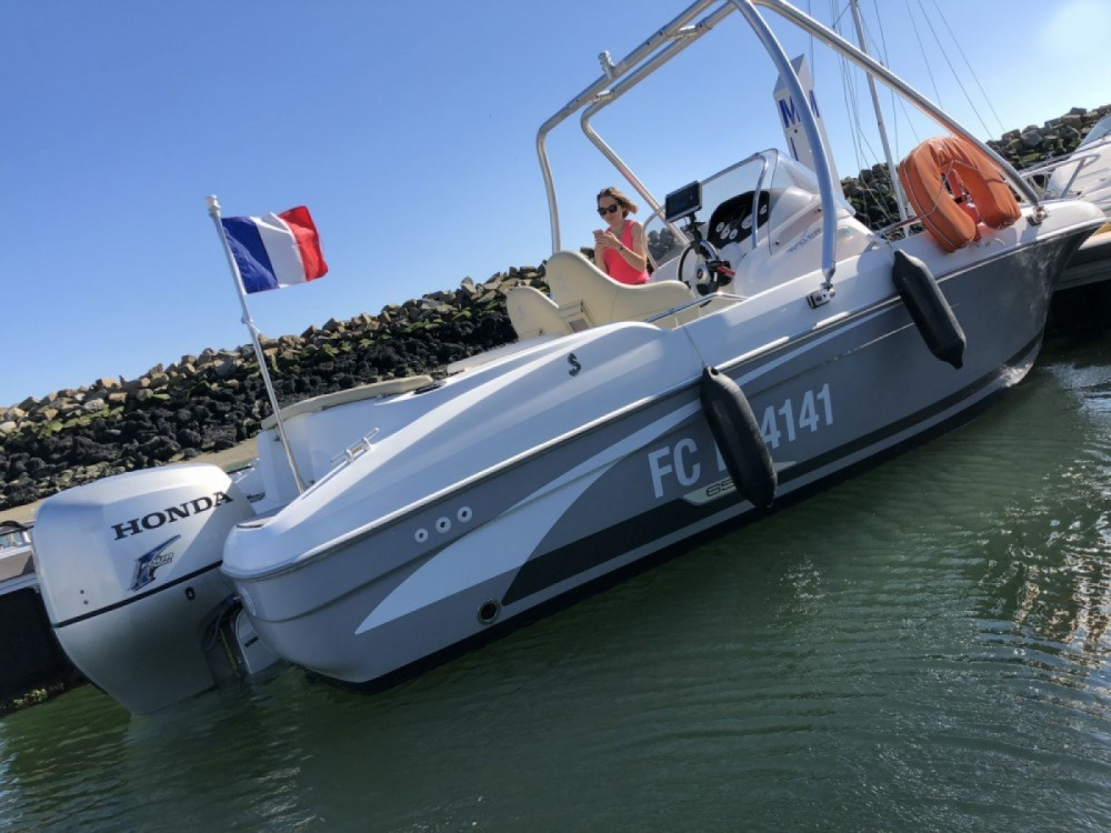 Louer Bateau à moteur avec ou sans skipper Bénéteau à Deauville