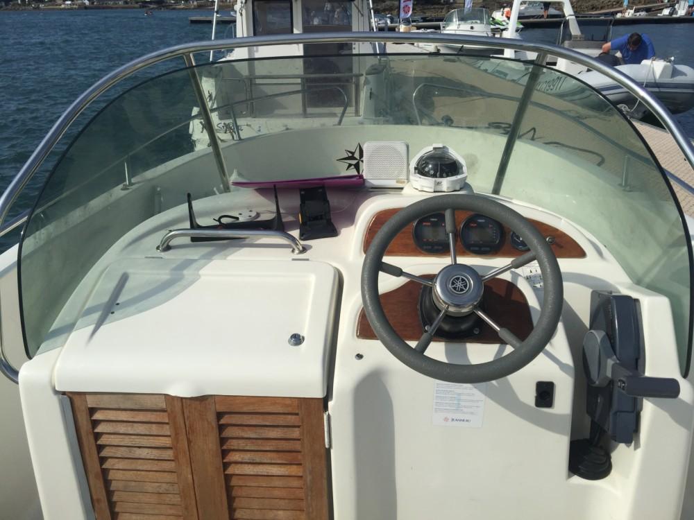Location bateau Jeanneau Cap Camarat 625 à La Trinité-sur-Mer sur Samboat