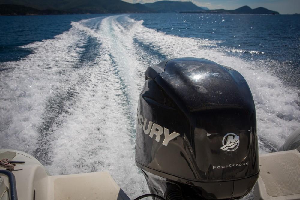 Louer Semi-rigide avec ou sans skipper Master Gommoni à Dubrovnik