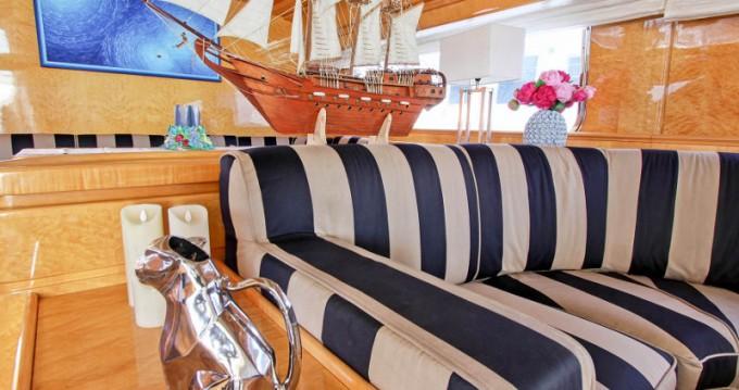 Louer Bateau à moteur avec ou sans skipper Bavaria à Ponza
