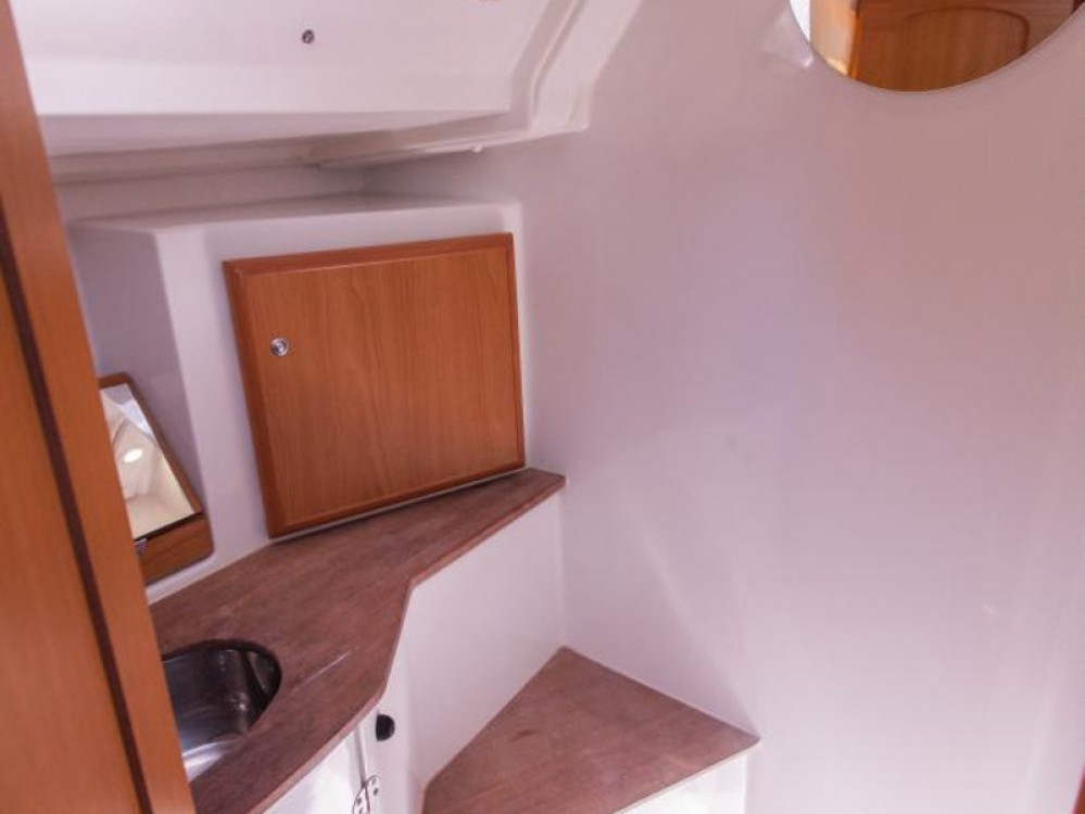 Sailboat for rent Raslina at the best price
