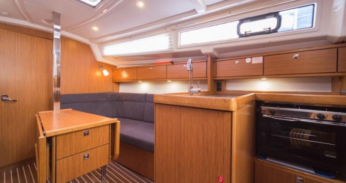 Location bateau Marina Baotić pas cher Cruiser 33