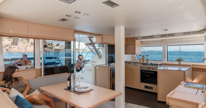 Location bateau ACI Marina Dubrovnik pas cher Lagoon 52 F