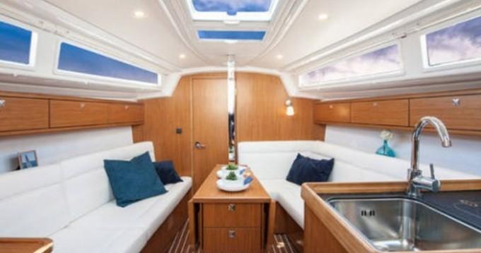 Bavaria Cruiser 33 entre particuliers et professionnel à ACI Marina Dubrovnik