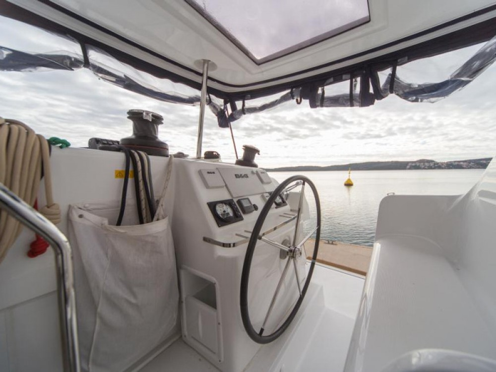 Location bateau Seget Donji pas cher Lagoon 450 Sport