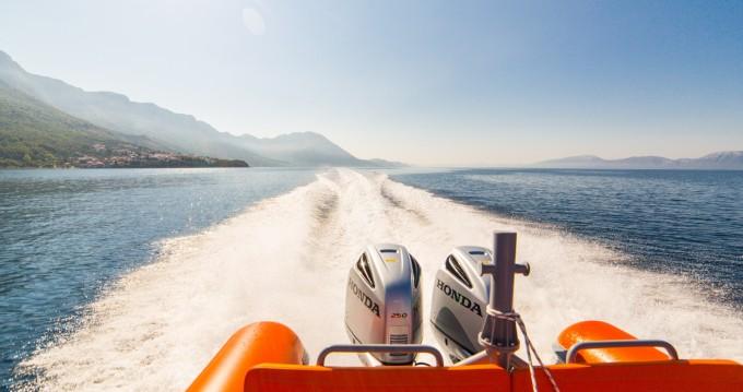 Louer Bateau à moteur avec ou sans skipper Bavaria à Ploče