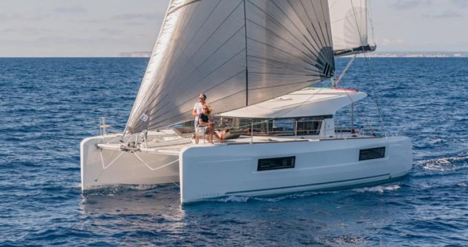 Catamaran à louer à Ao Po Grand Marina au meilleur prix