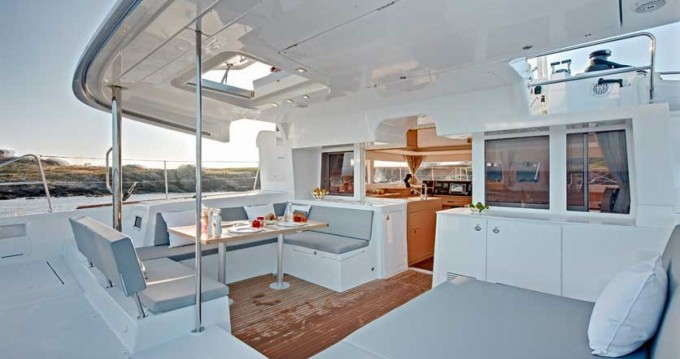 Location bateau Le Marin pas cher Lagoon 450