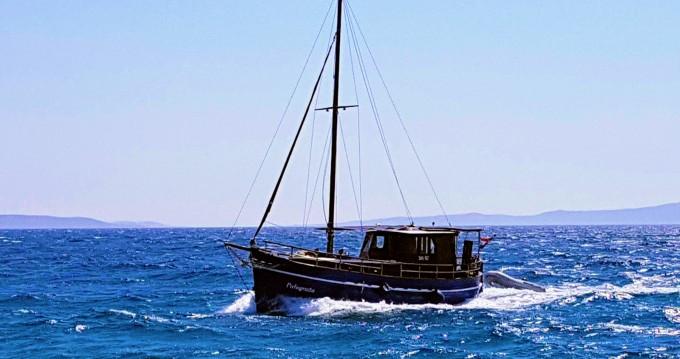 Louez un Bavaria Classsic dalmatian boat à Split