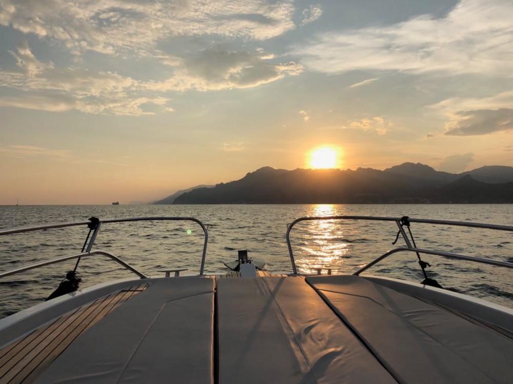 Louer Bateau à moteur avec ou sans skipper Bénéteau à Amalfi