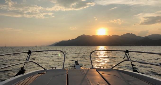 Bateau à moteur à louer à Amalfi au meilleur prix