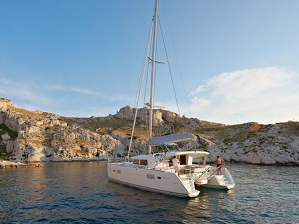 Huur Catamaran met of zonder schipper Lagoon in ACI marina Pomer