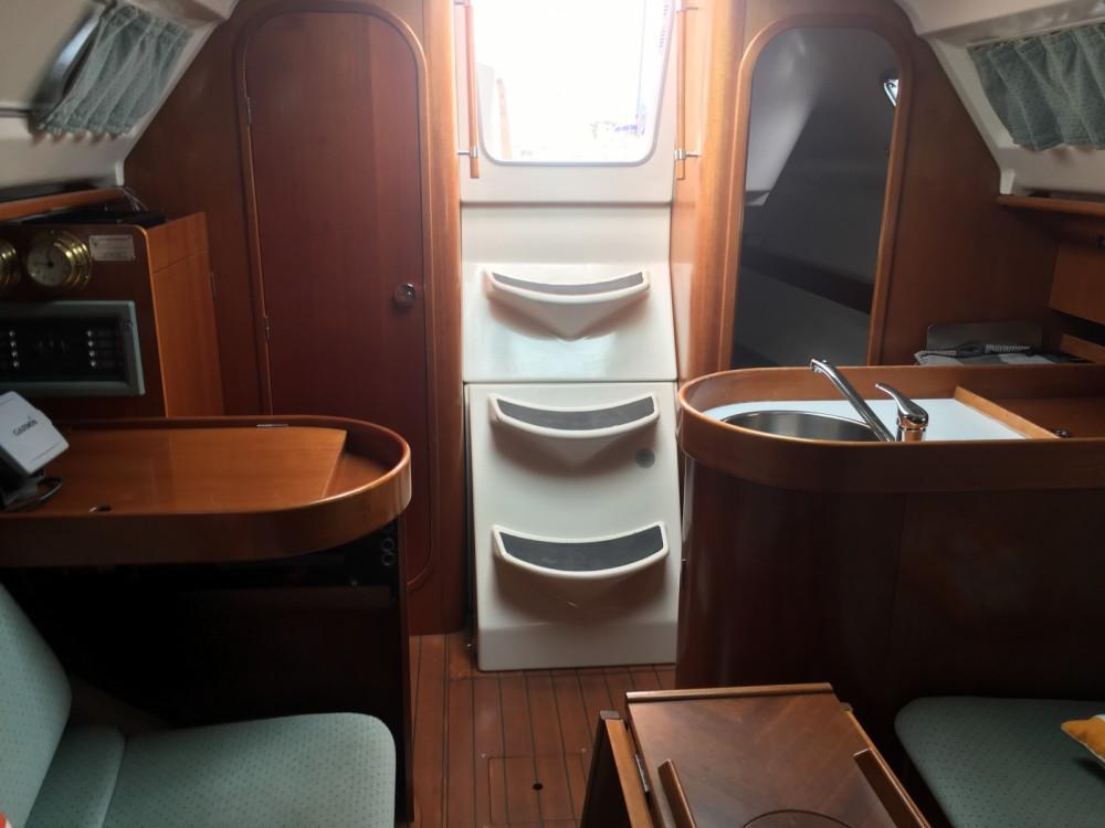 Verhuur Zeilboot in Sainte-Marie-la-Mer - Bénéteau Oceanis 300