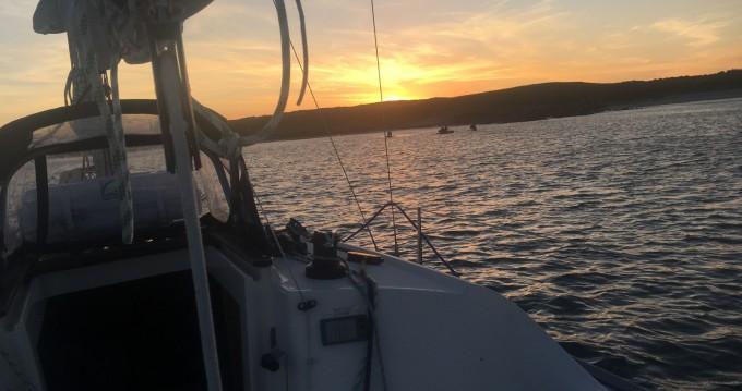 Boat rental Jeanneau Sun 2500 in Larmor-Plage on Samboat
