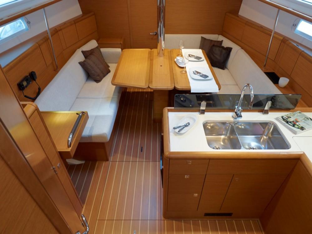 Verhuur Zeilboot in Μαρίνα Αλίμου - Jeanneau Sun Odyssey 379