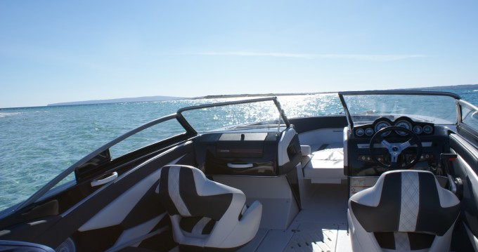 Motor boat for rent Marina Botafoch at the best price