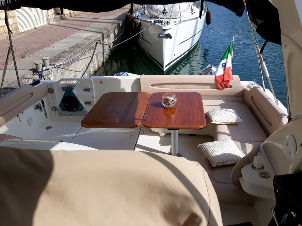 Boat rental Cranchi Zaffiro 32 in Tonnarella on Samboat