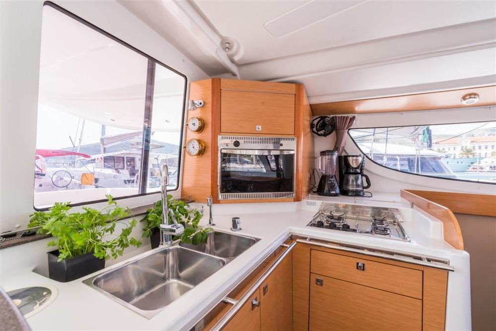 Catamaran te huur in Marina Kornati voor de beste prijs