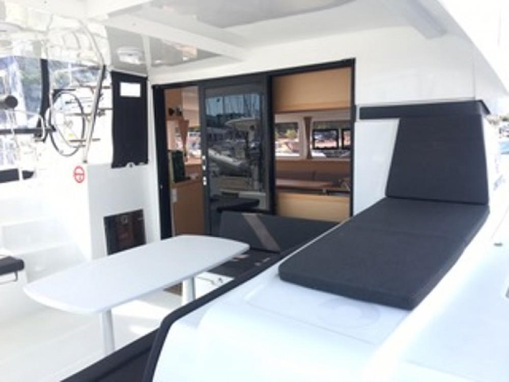 Bootverhuur Marina di Portisco goedkoop Lagoon 42