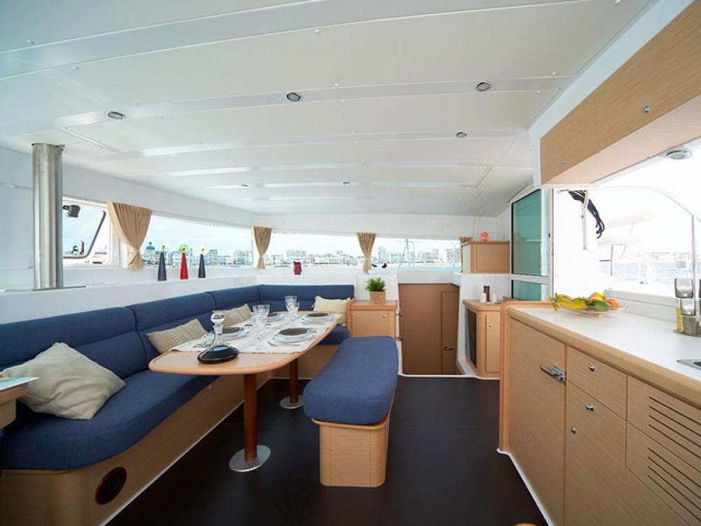 Huur Catamaran met of zonder schipper Lagoon in Marina di Portisco