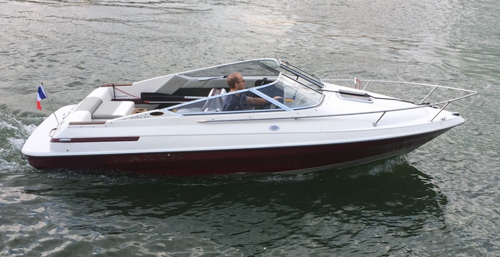 Rental Motor boat Maxum with a permit
