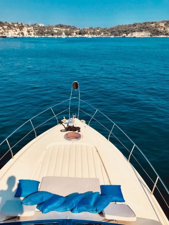 Bateau à moteur à louer à Villefranche-sur-Mer au meilleur prix