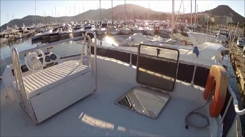 Verhuur Motorboot Ferretti met vaarbewijs