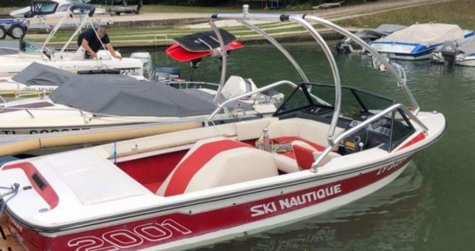 Hire Motor boat with or without skipper Nautique Correct Craft Saint-Fargeau-Ponthierry