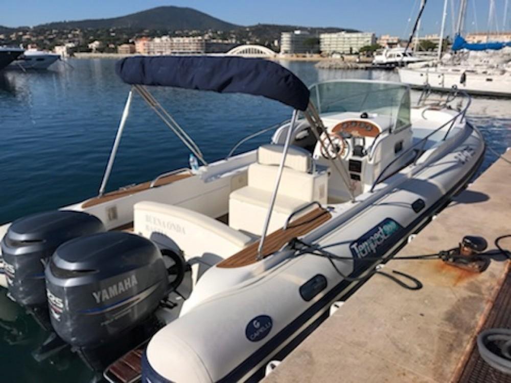 Louer Semi-rigide avec ou sans skipper Capelli à Sainte-Maxime